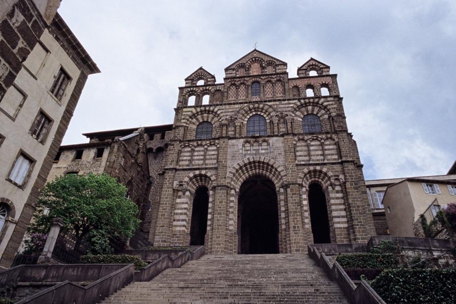 Le Puy-en-Velay : façade de la cathédrale